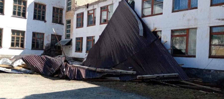 В п. Рудном сорвало крышу со школы