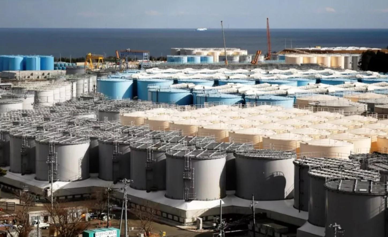 """Япония собирается слить воду АЭС """"Фукусима-1"""""""